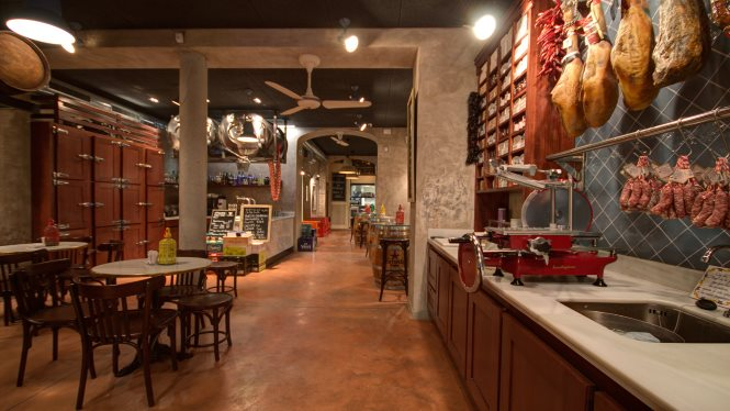 The Bodega La Puntual has revived the typical features of an early 20th-century bar.
