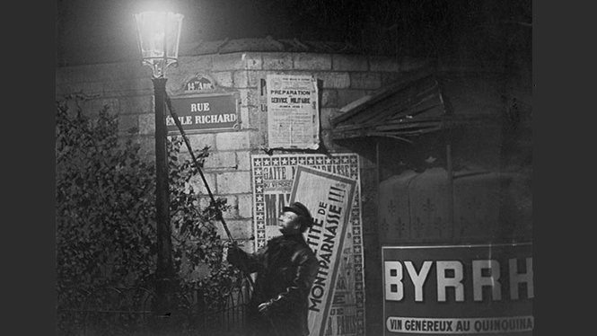 ©Brassaï, Extinguishing a Streetlight, rue Émile Richard. c. 1932. [Nuit 267]. Estate Brassai, Paris. @Estate Brassaï Succession, Paris.