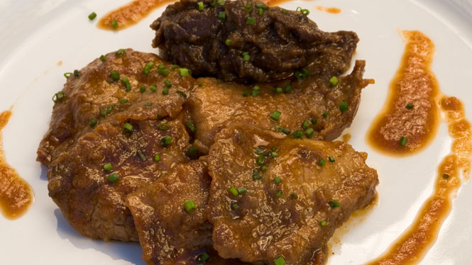 Beef fricassee with moixernons