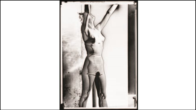 Lee Miller. Corsetry-Solarised Photographs [Fotografías de cotillería solarizadas], Vogue Studio, Londres, 1942