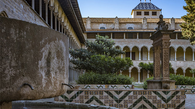 L'hora Daurada: The private section of the monastery. Intimate spaces