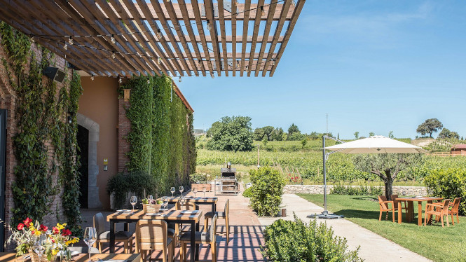 Wine tourism music and tours at the El Celleret Torres garden restaurant