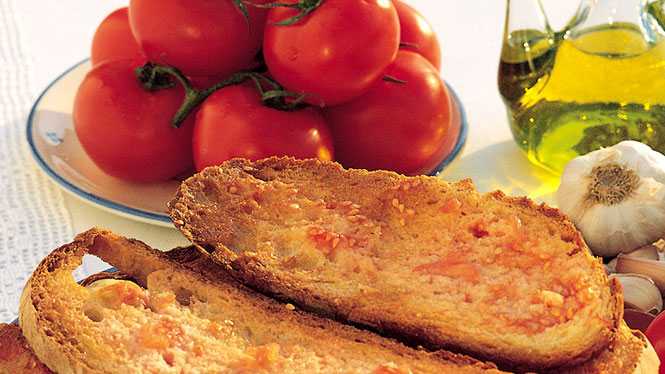 Catalan tomato bread