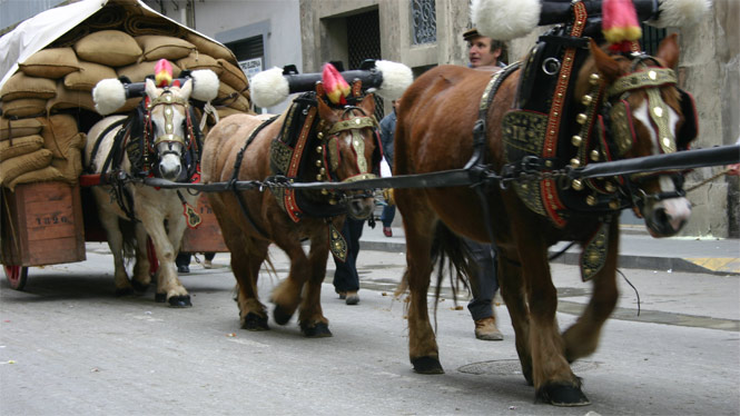Tres Tombs Parade