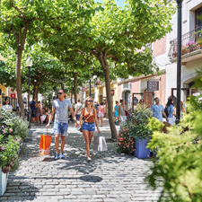 La Roca Village-Shopping Express